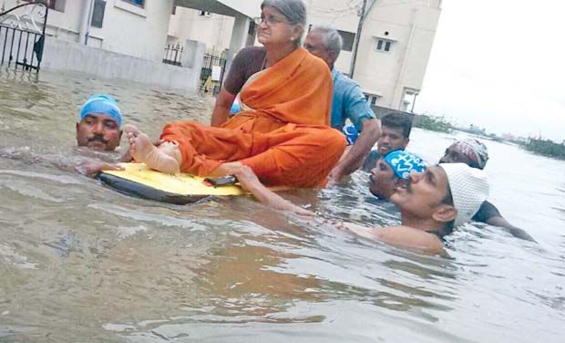 Citizens rescue elderly couple
