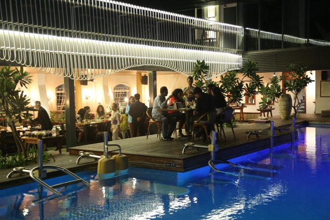 Rooftop poolside fine dining restaurant HabLife Novella, my thought lane
