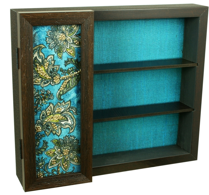 Crockery box or bar set box, the sandalwood room