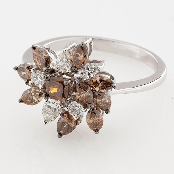 coffee diamonds and white diamonds ring in 18k gold, the sandalwood room