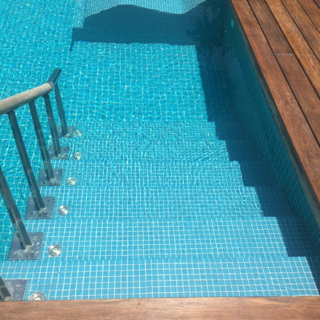 hablis hotels swimming pool with steps, my thought lane