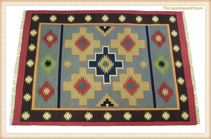 Hand knotted rug for a cottage look, the sandalwood room