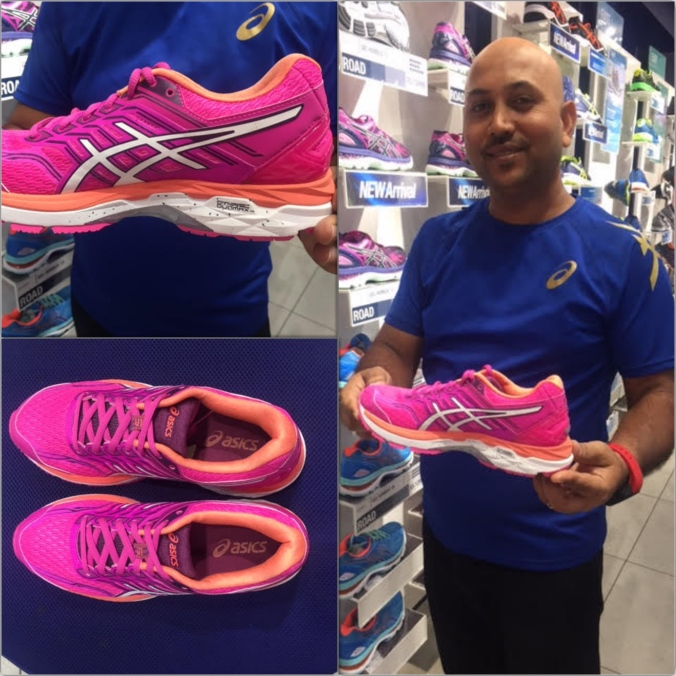 asics store manager showing the recommended shoe model